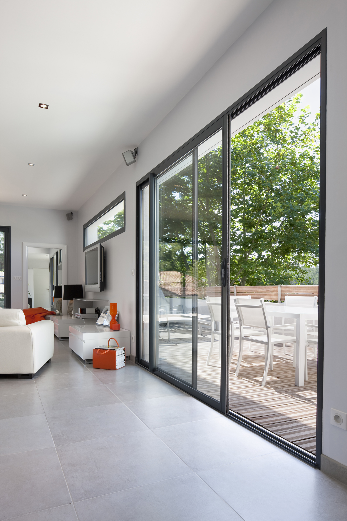 Fen tres aluminium initial villa couzinet biarritz for Fenetre alu paris