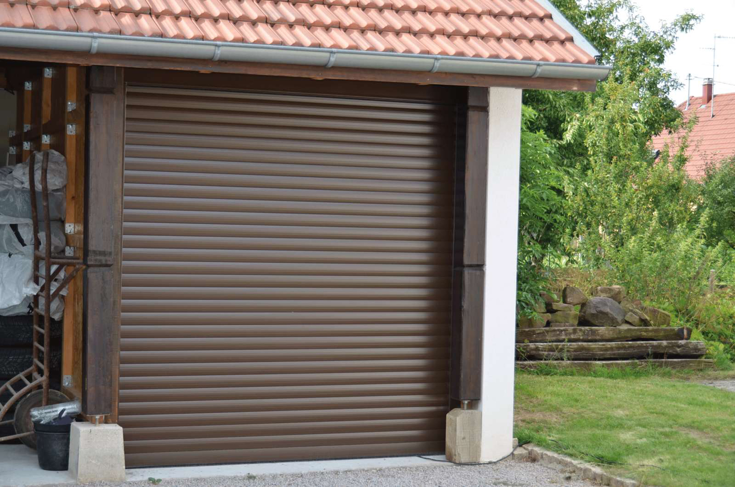 Nouvelle porte de garage enroulable carrol de soprofen for Porte de garage couleur bordeaux