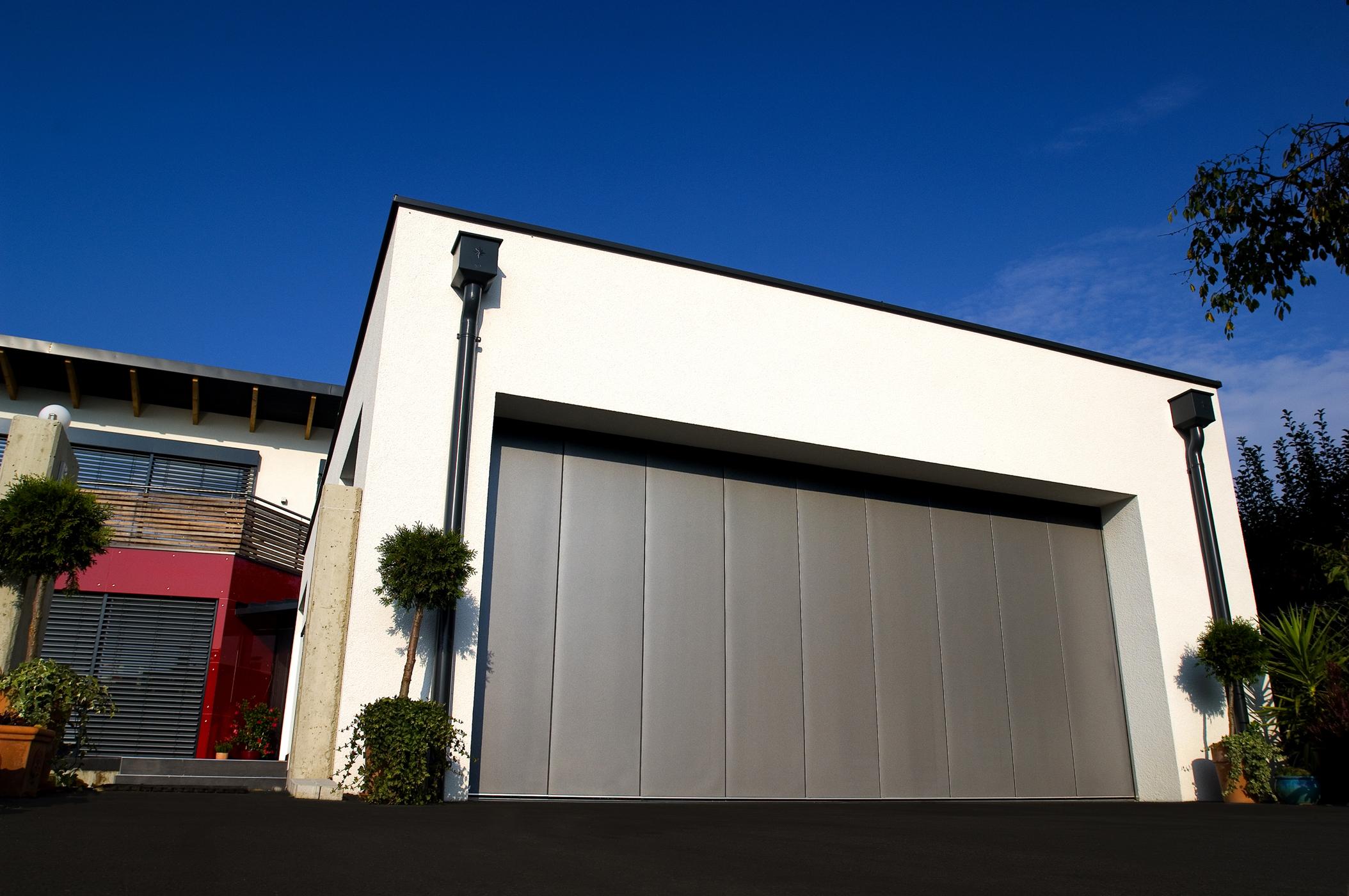 l 39 espace datapresse nouvelle gamme de portes de garage aluminium soprofen la personnalisation. Black Bedroom Furniture Sets. Home Design Ideas